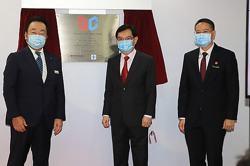 Deputy Prime Minister Heng Swee Keat officially opened the Shimadzu-CGH Clinomics Centre today. From left to right: Mr Tetsuya Tanigaki, Managing Director, Shimadzu (Asia Pacific) Pte Ltd, DPM Heng, Prof Ng Wai Hoe, Chief Executive Officer, Changi General Hospital