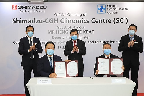 Deputy Prime Minister Heng Swee Keat witnessed the signing of the Research Collaboration Agreement between Changi General Hospital (CGH) and Shimadzu (Asia Pacific) by Prof Ng Wai Hoe, CGH CEO (second from right) and Mr Tetsuya Tanigaki, Shimadzu (Asia Pacific) Managing Director (second from left). The signing was also witnessed by Adj Assoc Prof Siau Chuin, CGH Chairman, Medical Board (extreme right), and Mr Prem Anand, Shimadzu (Asia Pacific) Executive Officer and Senior General Manager (extreme left).